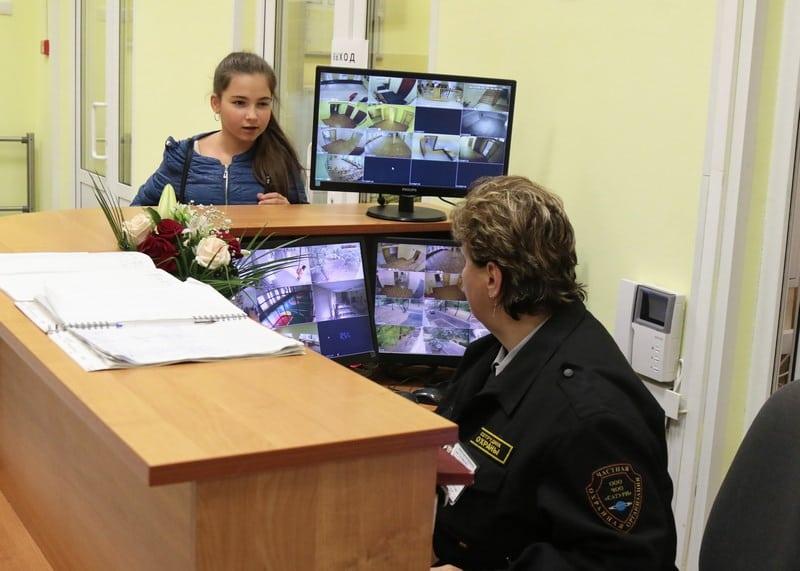 охранники в школе женщины