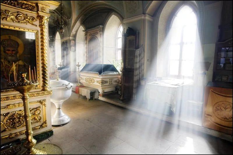 церковь свет