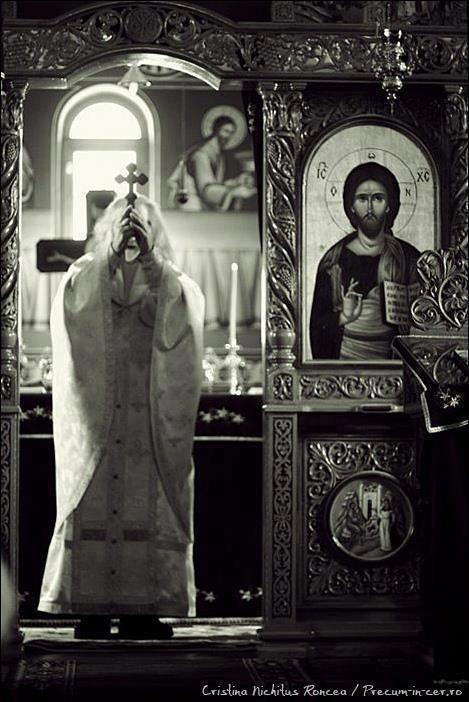 священник литургия
