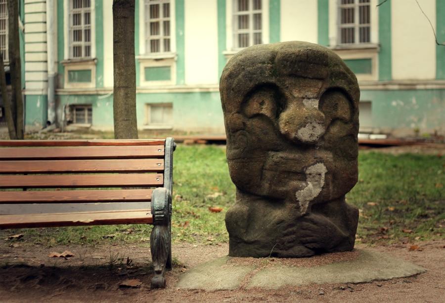 Двор Кунсткамеры в Петербурге